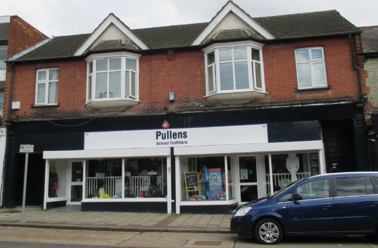 Northwood Pullen & 2 Flats, Northwood, Greater London ...